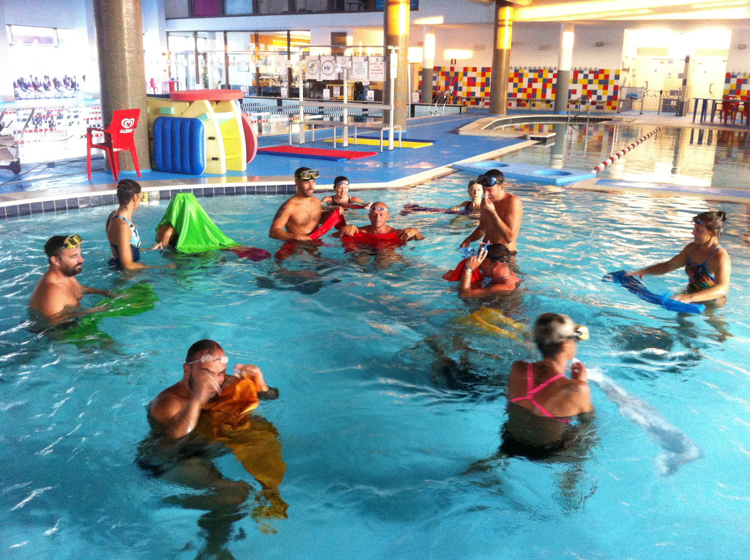 Corsi di nuoto adulti piscina castiglione delle stiviere - Piscina trezzano sul naviglio nuoto libero ...