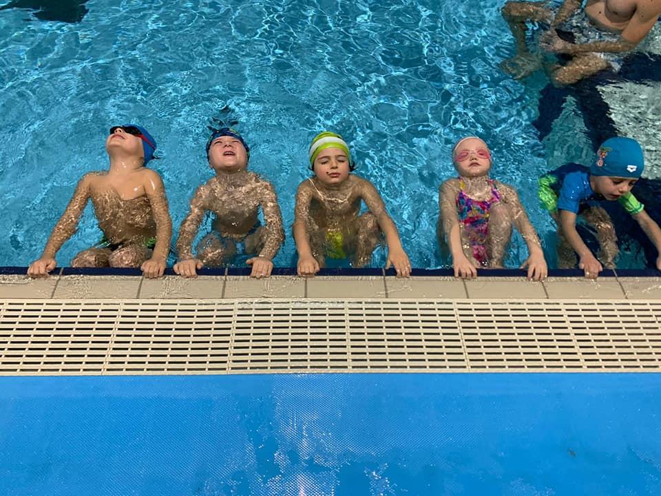 corso di nuoto in mini classi